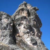La Llama es en realidad parte de un grupo de esculturas muy complejo. Su linea de mira es de 270 grados al oeste (Tabla 1). Se encuentra cerca a la Peca Gasha y al marcador/asiento M-5.